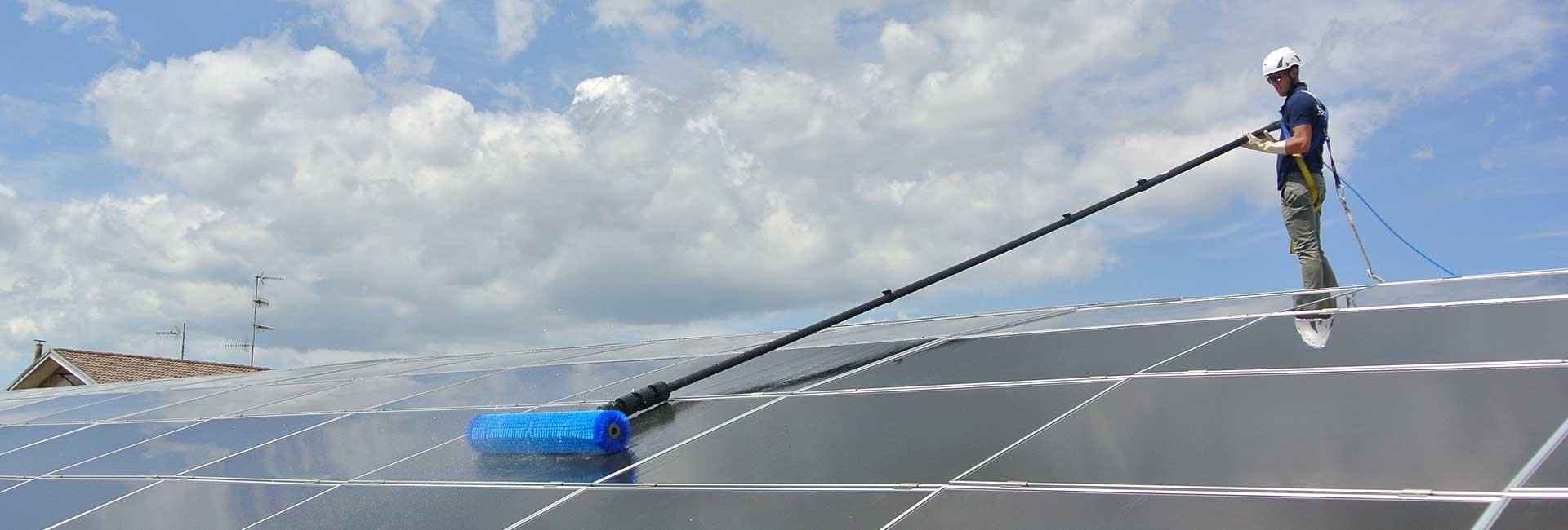 PV-Reinigung vom Dach