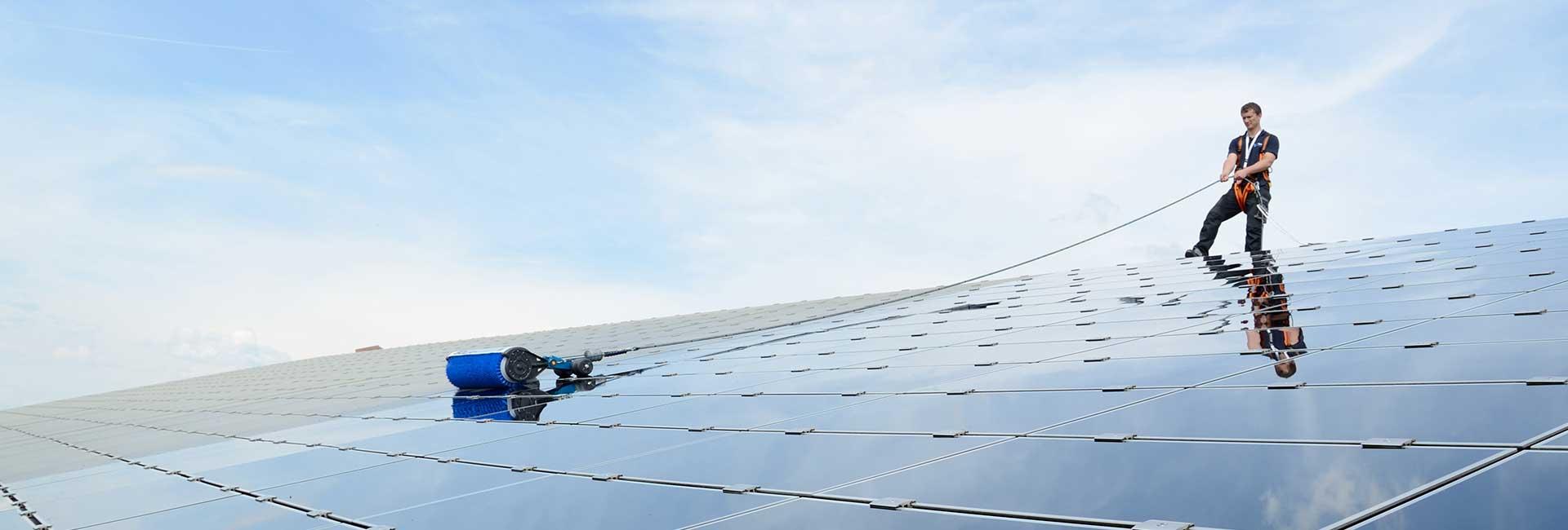 Reinigung vom Dach mit dem SOLA-TECS W